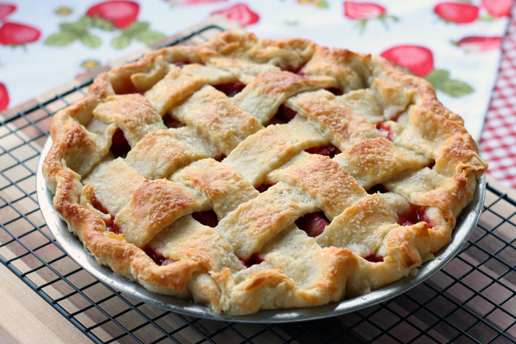 An Early Summer Day's Dream, Strawberry Rhubarb Pie (with a splash of ...