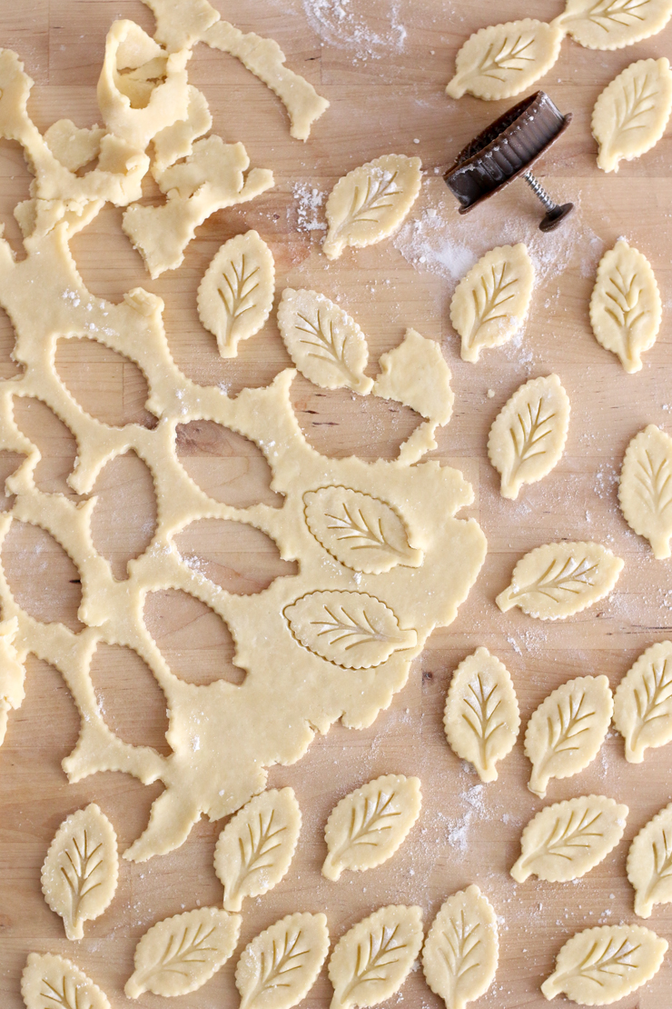 pie dough leaf design