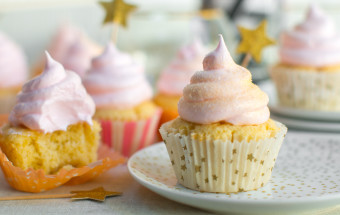 Party on Champagne Meringue Cupcakes, party on.