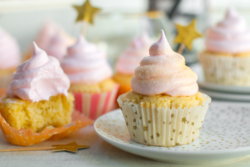 Party on Champagne Meringue Cupcakes, party on. <3