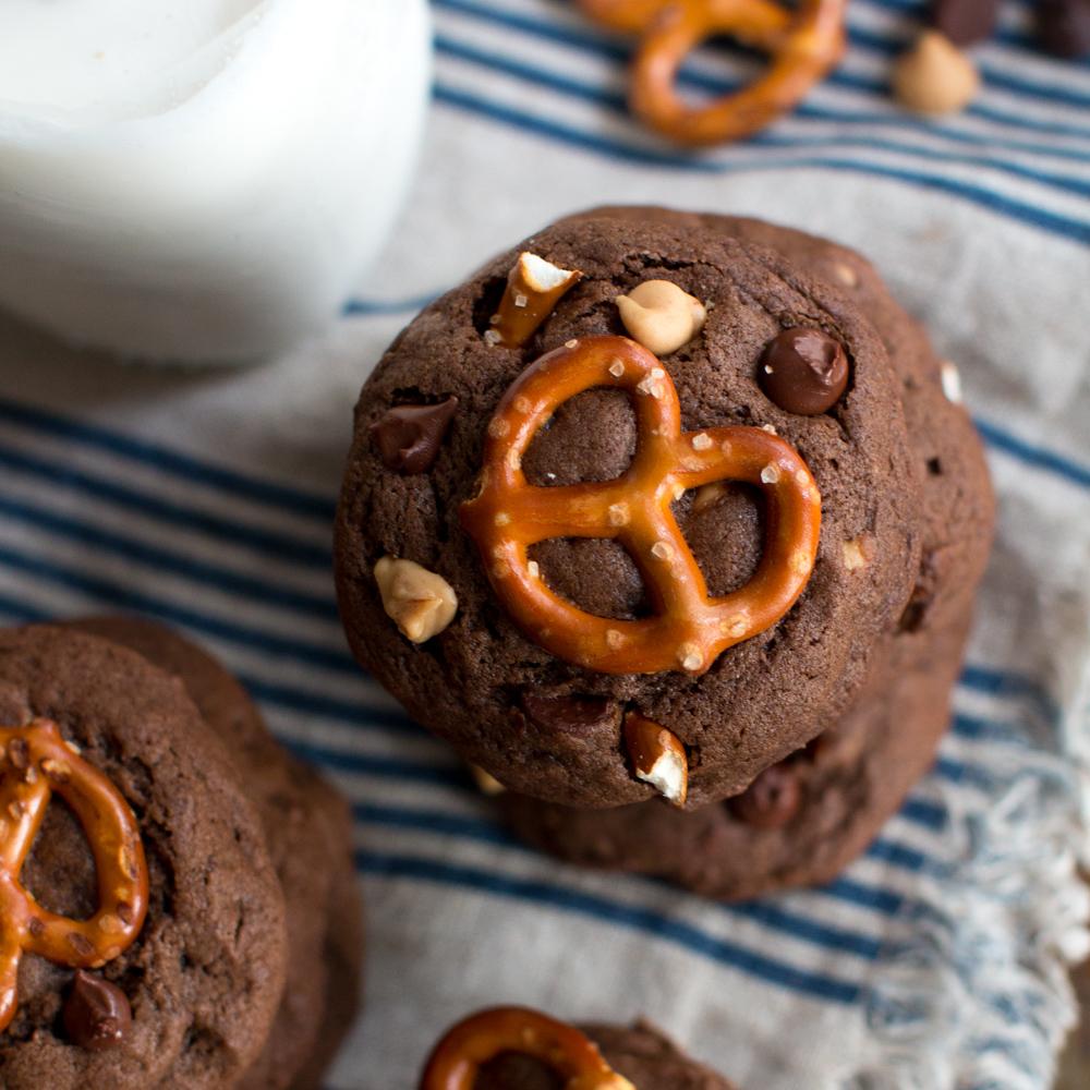 Chocolate Peanut Butter Chip Pretzel Cookies-27