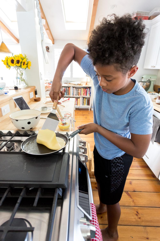 Sekani flipping The Best Basic Crepes