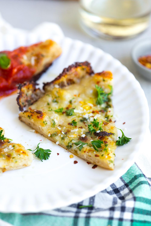 Cheesy garlic bread pizza cheesy garlic bread pizza slice solutioingenieria Image collections